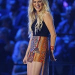 Carrie Underwood cleans house at CMT Music Awards