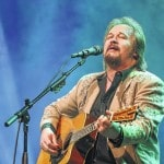 Country music star Travis Tritt performs in Lima