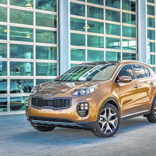 The fourth-generation Kia Sportage once again steps out of the compact crossover class with a sharp design, big wheels and peppy turbo four.