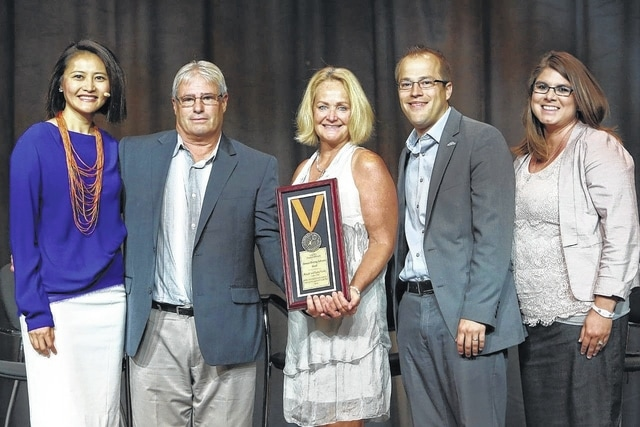 Applause for business achievements - The Lima News
