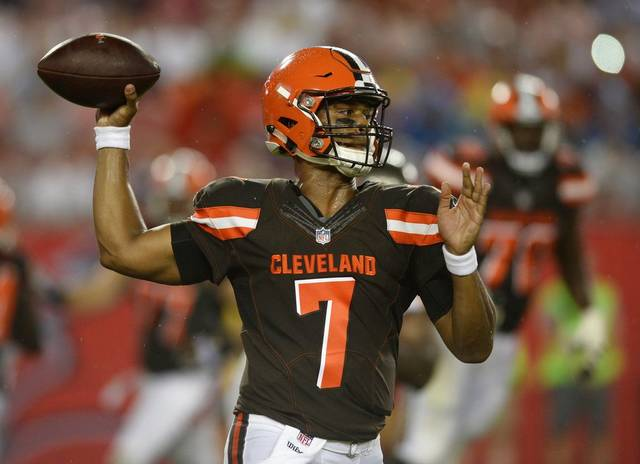Cleveland Browns quarterback DeShone Kizer (7) throws against the Tampa Bay Buccaneers during the second quarter of an NFL preseason football game Saturday, Aug. 26, 2017, in Tampa, Fla. (AP Photo/Jason Behnken)