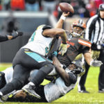 Jags ride defense to 19-7 win over Browns, move into first