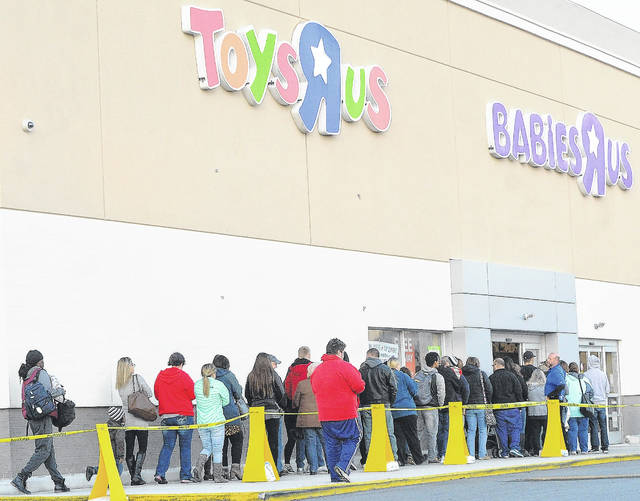 Shoppers score Black Friday deals at Milford mall