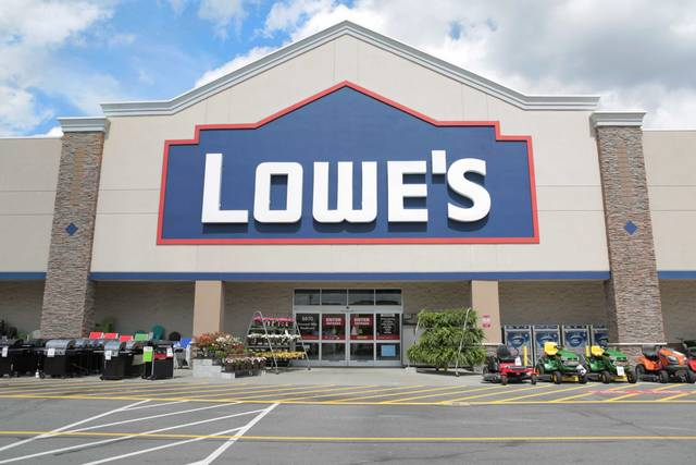 CEO of Mooresville-based Lowe's to step down