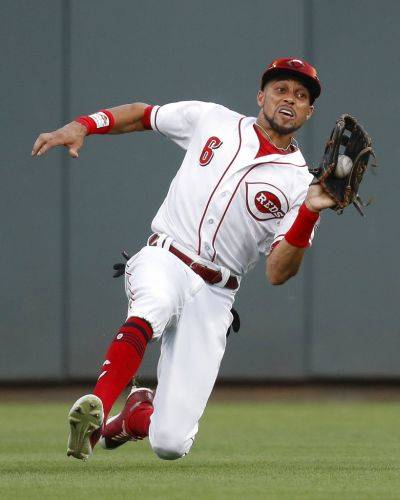 Reds center fielder Billy Hamilton catches a fly ball by Milwaukee's Ryan Braun during the fifth inning of Friday night's game in Cincinnati. (AP photo)