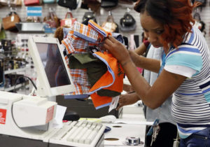 US retail sales rose at robust 0.5 pct. annual rate in July