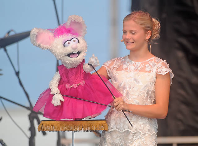 Darci Lynne Farmer, 13, and Petunia sing 'Summer Time' at the Allen County Fair on Saturday.