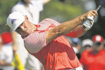 Leader Woodland breaks PGA scoring record, ties another for majors