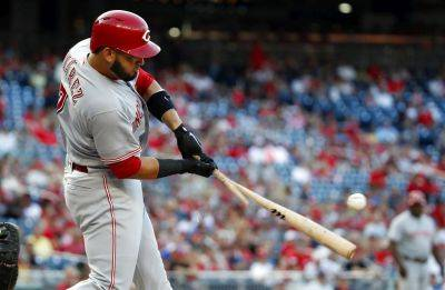 Cincinnati Reds' Eugenio Suarez breaks his bat as he hits into a double play during the first inning of the second game of a Saturday doubleheader against the Nationals at Nationals Park in Washington. (AP photo)