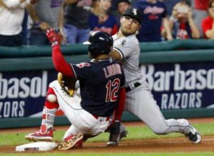 Davidson's 11th-inning single sends White Sox past Indians