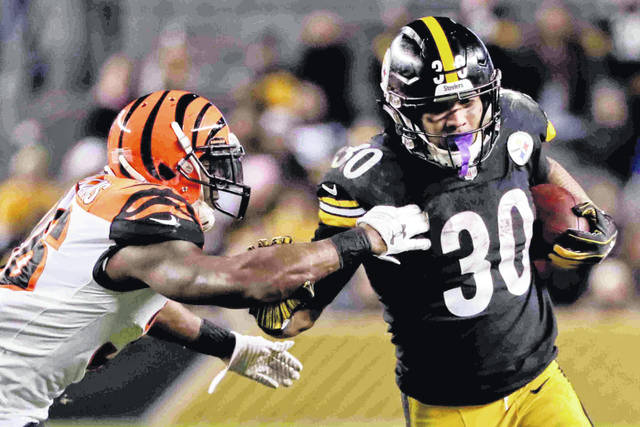 Pittsburgh Steelers running back James Conner (30) runs away from Cincinnati  Bengals strong safety f5abea9c7